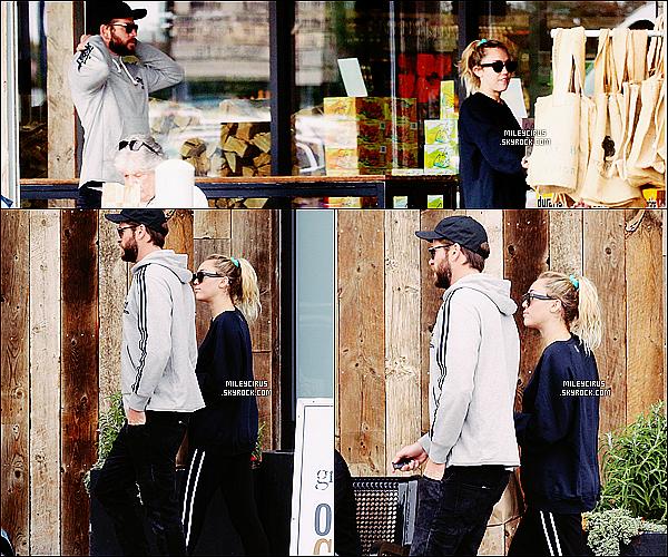 10/02/18 - Miley Cyrus et son amoureux Liam.H on étaient aperçut sortant d'un Coffee Shop à Malibu .