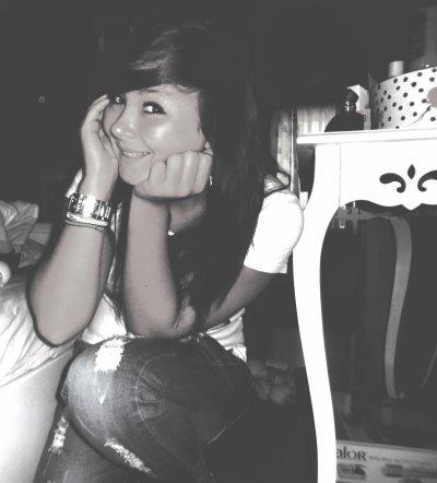 Quelques fois, tu dois laisser partir certaines personnes, pas parceque tu arretes de les aimer,mais pour voir s'il ils t'aiment asser pour revenir..<3!