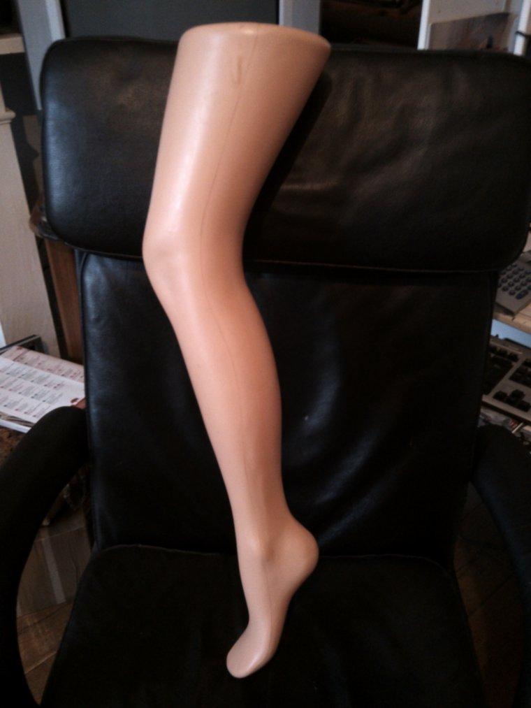 """2 jambes pour présentation bas et collant """"gerbe """" et """"DIM"""""""