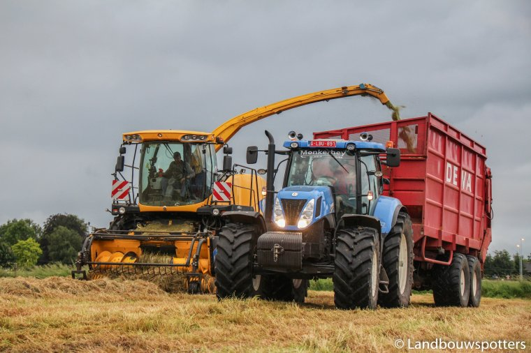 Gras hakselen 2016 met New Holland FR 9050