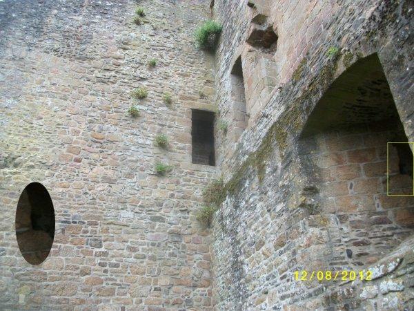 Enquête numéro 6 : (Paul, fabienne, X , laura) Sur les traces de l'ancien chateau Virois