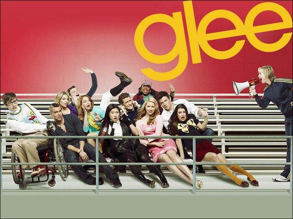 WWW.GLEECLUB-SOURCE.SKYBLOG.COM ........ Bienvenue sur votre source entièrement consacrée à Glee !