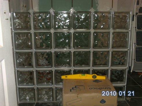paroi de la douche en brique de verre bienvenue chez nous. Black Bedroom Furniture Sets. Home Design Ideas