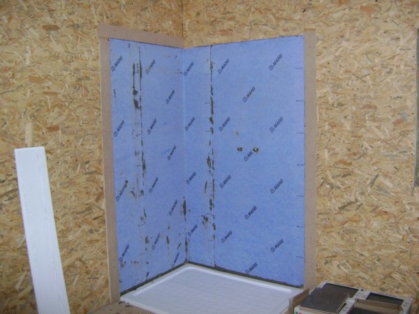 Tanch it des mur de la douche mapeband renovation for Etancheite sur carrelage douche