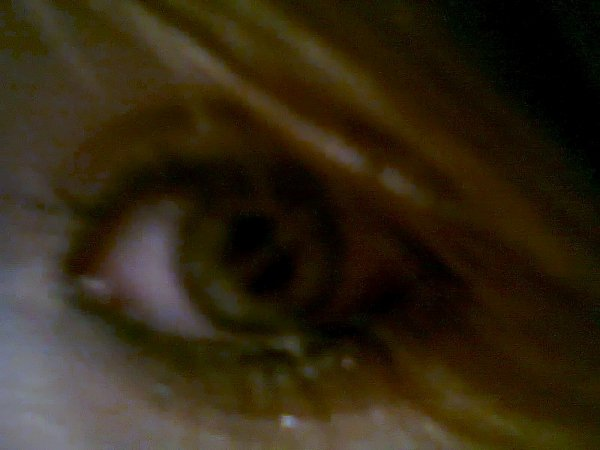 J'ai un oeil sur chaques personne qui sont dans mon coeur ..