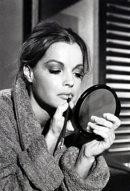 """""""Les miroirs feraient bien de réfléchir un peu plus avant de renvoyer les images."""" Jean Cocteau"""