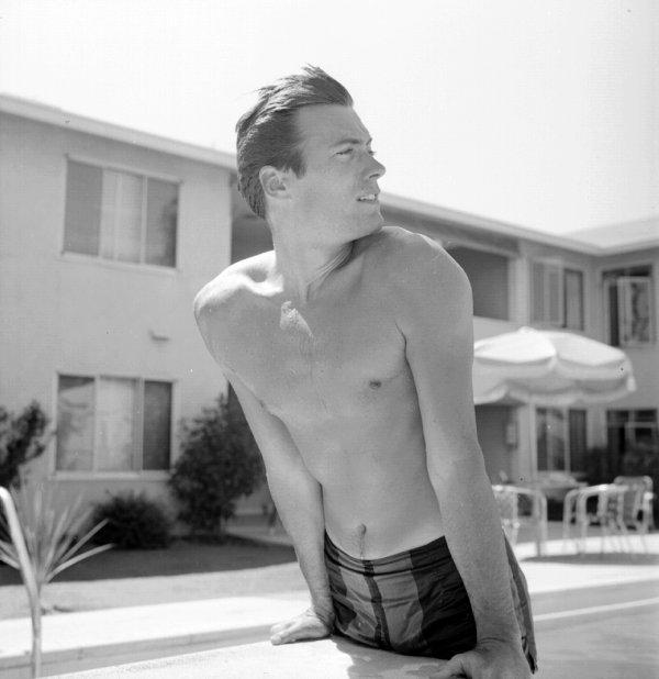 """""""Au milieu de l'hiver, j'ai découvert en moi un invincible été."""" Albert Camus"""