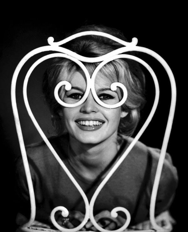 """""""Il faut sourire pour être belle."""" Claude Frisoni"""