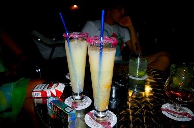 trop d'alcool et de cocktail n'est pas bon pour la ligne.
