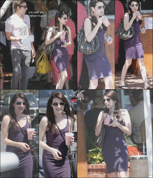 . 25.08.2010 || Em' a été vue se promenant à Los Angeles, sublime ! .