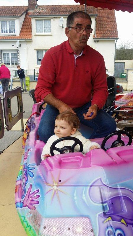 tour de manége avec ma petite fille