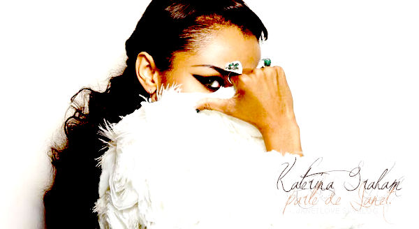 Je suis inspirée par Janet Jackson, tant pour la personnalité que pour la carrière.  Que soit ce l'actrice devenue musicienne ou la danseuse faisant de la pop.
