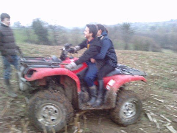 moi sur le quad avec une amie
