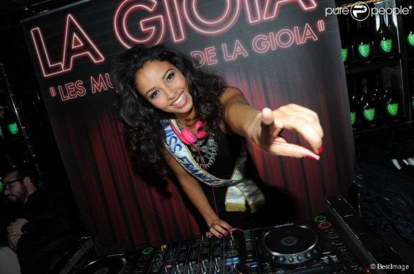 16 Avril 2014 | Flora Coquerel était l'invitée vedette du restaurant La Gioia à Paris, où elle en profitera pour fêter ses 20 ans en tant que DJ d'un soir !