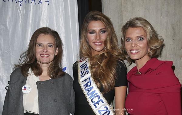 09 Déc. 2014 | Notre nouvelle Miss France, Camille Cerf fête ses 20 ans. Un anniversaire surprise avec sa s½ur jumelle et des anciennes candidates.