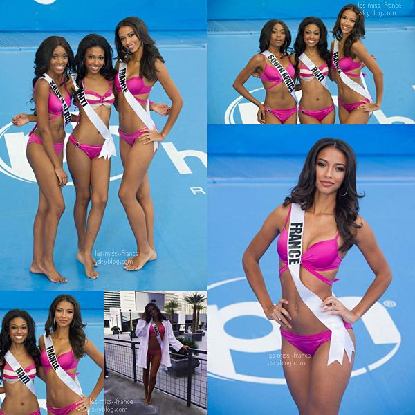 04 Déc. 2015   Flora continue les shooting et cette fois-ci en maillot de bain en compagnie de Miss Haiti et de Miss Afrique du Sud