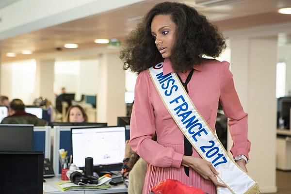 Iris est en préparation pour Miss Univers ♥