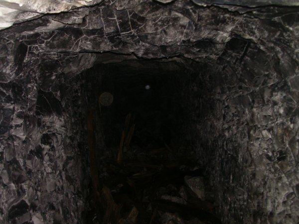 fouille dans une sappe a 10 metres sous terre