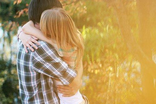 Trouvez quelqu'un qui puisse changer votre vie et non une personne qui changera le statut de vos relations amoureuses.