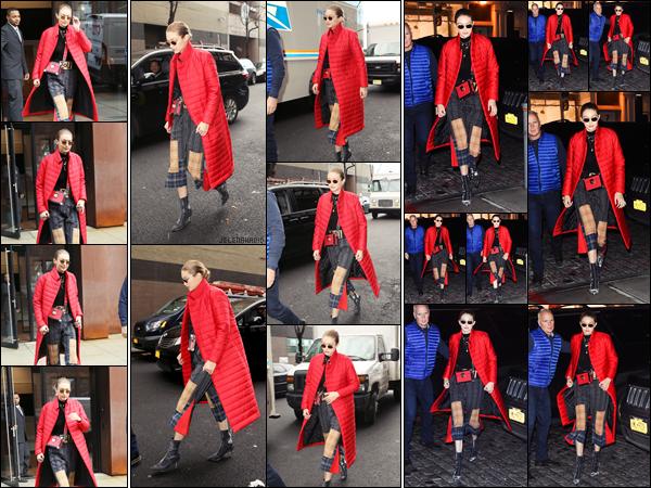 """"""" •  23/01/18    —  La sublime Gigi Hadid est photographiée alors qu'elle quittait son appartement dans les rues de New York ! Plus tard, elle à été vue seule dans les rues de NYC puis c'est en soirée qu'elle est aperçue à nouveau rentrant  à son appartement. Flop !!  """""""
