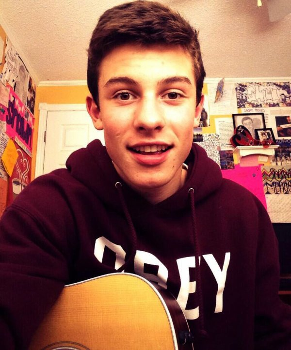 34 facts about Shawn.♥