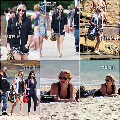 Kesha arrivant sur la plage de Bondi , Australie . Elle avait l'air de bien s'amusé :) .