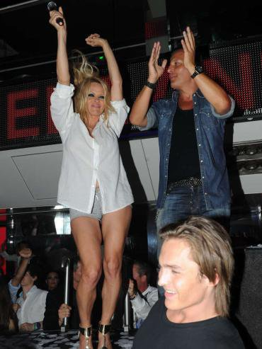 Jean-Roch & Paméla Anderson Vip Room St Tropez Le 31 juillet