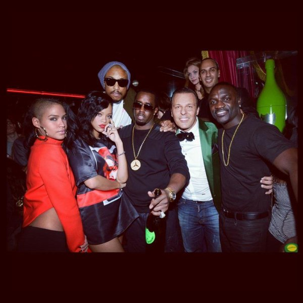 Jean-Roch , Rihanna , Cassie , Pharell Williams , P Diddy ,Akon , Mani  Au  Vip Room de  Paris le 17 novembre 2012
