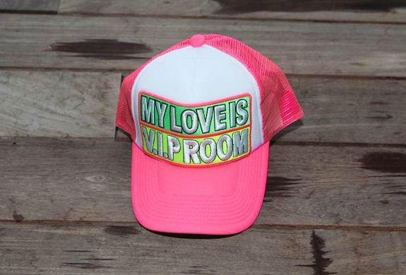 Les Beaux Jours arrivent envie d'une jolie casquette pour votre petite têtette ou un joli cadeau à offrir alors je vous donne rendez vous sur ce site en suivant le lien ci dessous  plusieurs couleurs au choix Bonne visite