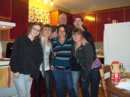 kassandra, moi, maman, ma soeur, alain et mon frère