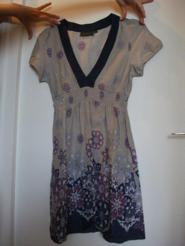 N°032 Tunique taupe motifs violet