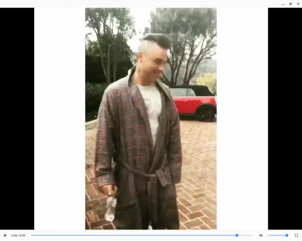 robbie à rasé ses cheveux ce matin :)