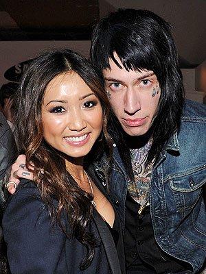 Brenda Song et Trace Cyrus (le grand frère tatoué de Miley) ont rompu et mis fin à leur engagementnt e