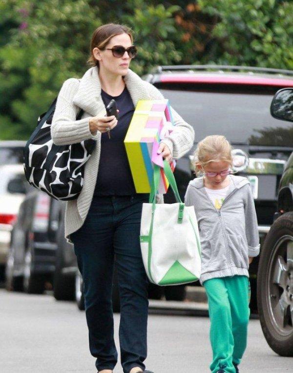 Jennifer Garner accompagne sa fille Violet à une fête d'anniversaire, à Brentwood, en Californie