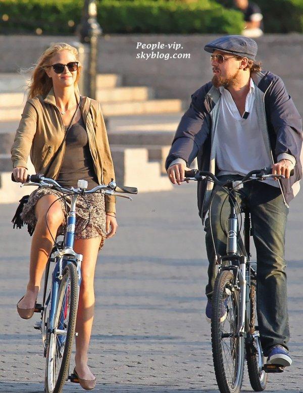 Leonardo DiCaprio et sa petite amie Erin Heatherton profiter d'une balade à vélo romantique, à New York.    Jeudi, 14 juin