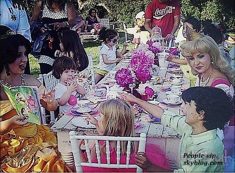 Tori Spelling a fait les choses en grand pour l'anniversaire de sa fille Stella, qui vient d'avoir 4 ans, en organisant une Tea Party de rêve.