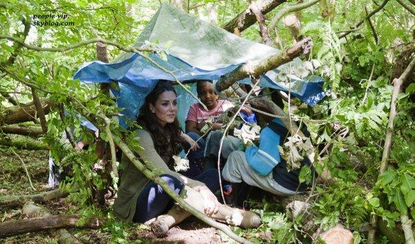 La pricesse Kate Middleton a rendu visiste au  Expanding Horizons Primary School , une école de scoutisme à Wrotham, en Angleterre.  Dimanche, 17 juin
