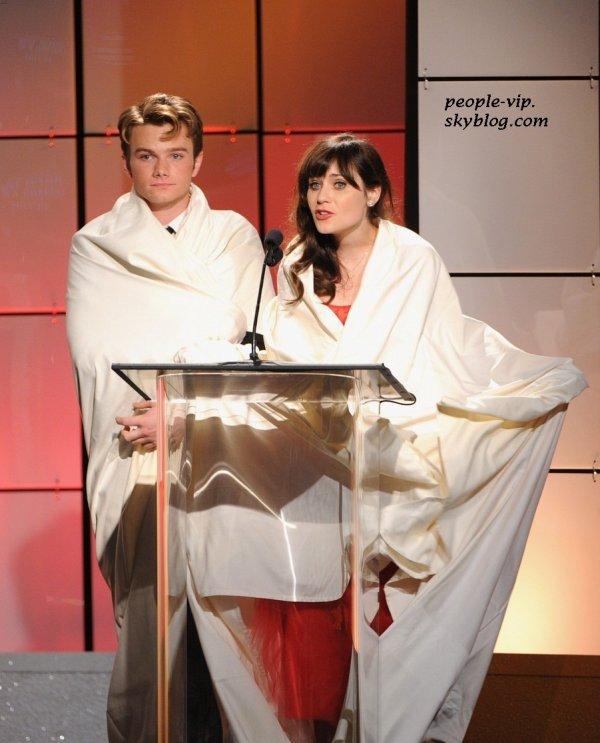 Zooey Deschanel dans une robe Oscar de la Renta  et Chris Colfer aux Critics' Choice Television Awards 2012 à l'hôtel Beverly Hilton à Beverly Hills, en Californie. Lundi, 18 juin