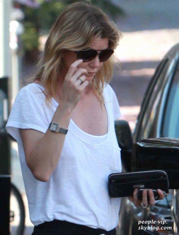 Ellen Pompeo sort d'un restaurent à Los Feliz après y avoir déjeuné.  Mardi, 19 juin