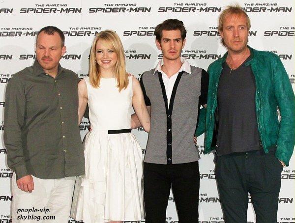"""Emma Stone et Andrew Garfield à une séance photo à l'occasion de leur nouveau film """"Spider Man""""  à Rome, en Italie. Vendredi, 22 juin"""