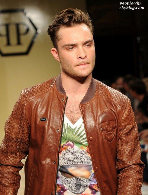 Ed Westwick a assisté au défilé de mode du créateur Philipp Plein à Milan, en Italie. Samedi, 23 juin