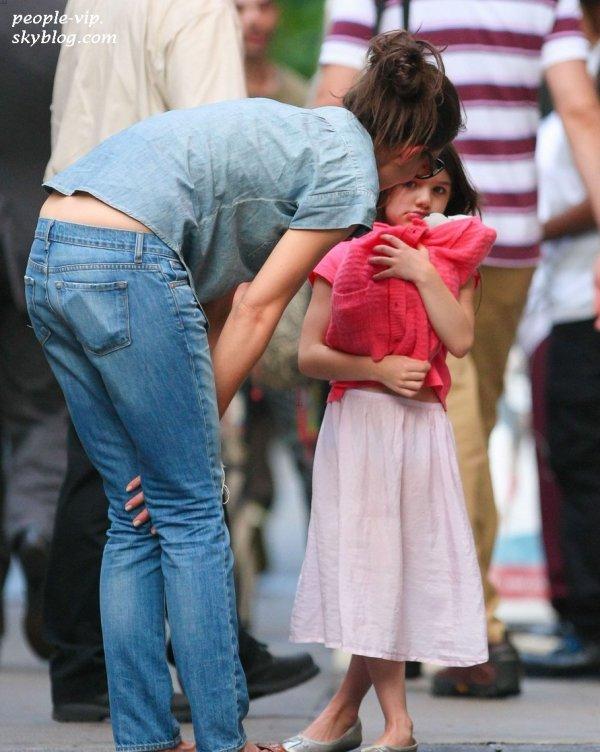 Katie Holmes et sa fille Suri dans les rues de New York. Lundi, 25 juin