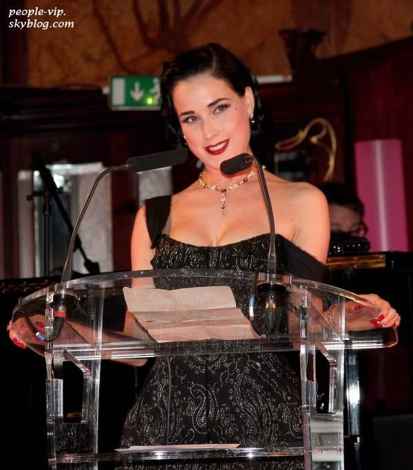 Dita Von Teese au amfAR Inspiration Night à Paris. Jeudi, 28 juin