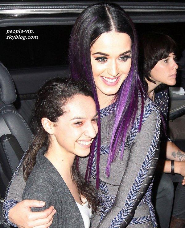 Katy Perry, souriante à Sydney, en Australie. Vendredi, 29 juin