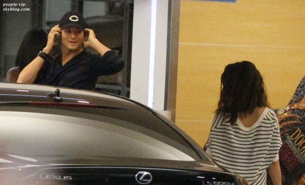 Mila Kunis et Ashton Kutcher ont déjeuner ensemble à Soho House à West Hollywood, en Californie.  Samedi, 30 juin