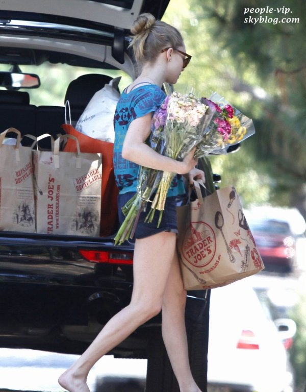 Amanda Seyfried dans les rues de Hollywood. Vendredi, 29 juin