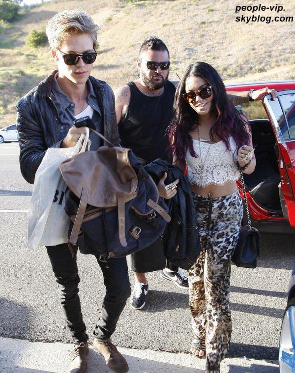 Vanessa Hudgens, son petit copain Austin Butler et Selena Gomez étaient sur la plage de Malibu pour fêter l'anniversaire de leur amie Ashley Tisdale, qui a été vue prenant du bon temps avec son petit copain Scott Speer. Lundi, 02 juillet