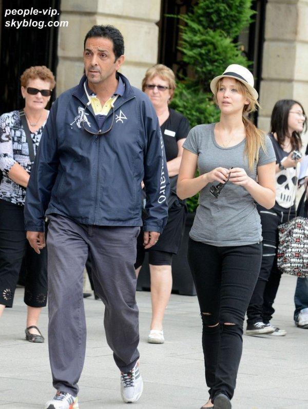 Jennifer Lawrence se promenant dans les rues de Paris. Mardi, 03 juillet