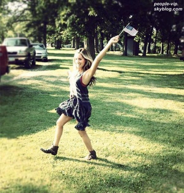 Victoria Justice, Vanessa Hudgens et Ashley Tisdale fêtent aussi l'indépendance américaine.