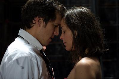 ♪ Il me dit des mots d'amour, des mots de tous les jours & ça m'fais quelque choose ♪  Je hurle & toute la fac déboule ♂♀ J'ai un goût de chiotte c'est pour ça que tu m'plais :P Trucider, égorger, baiser, enculer & tant d'autres rimes...